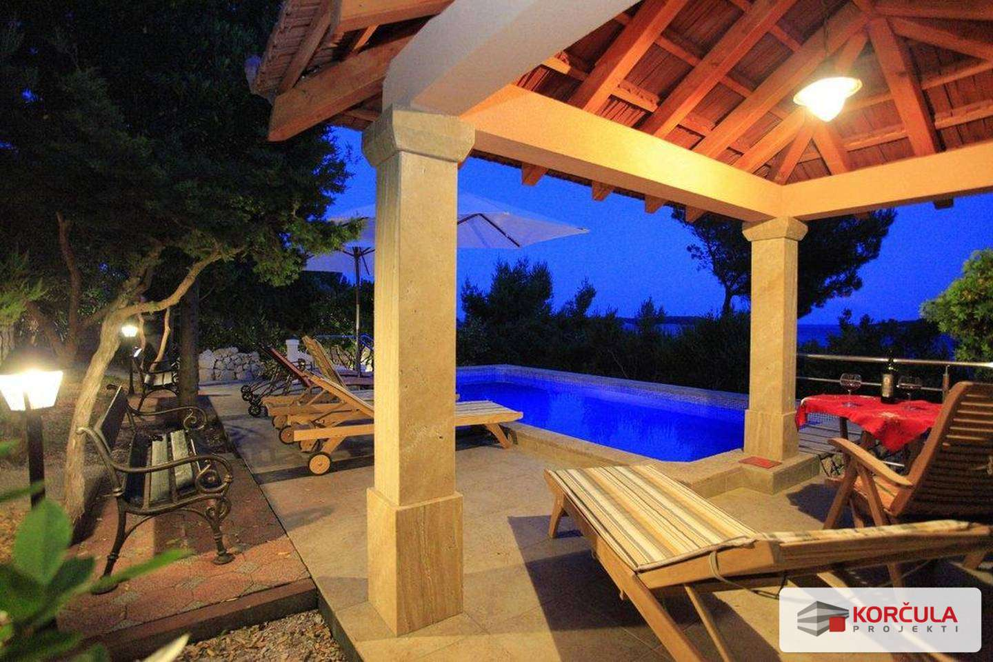 Luxury villa in peaceful location, first row to the sea