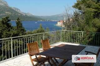 Kuća s visokim potkrovljem u blizini mora i grada Korčule