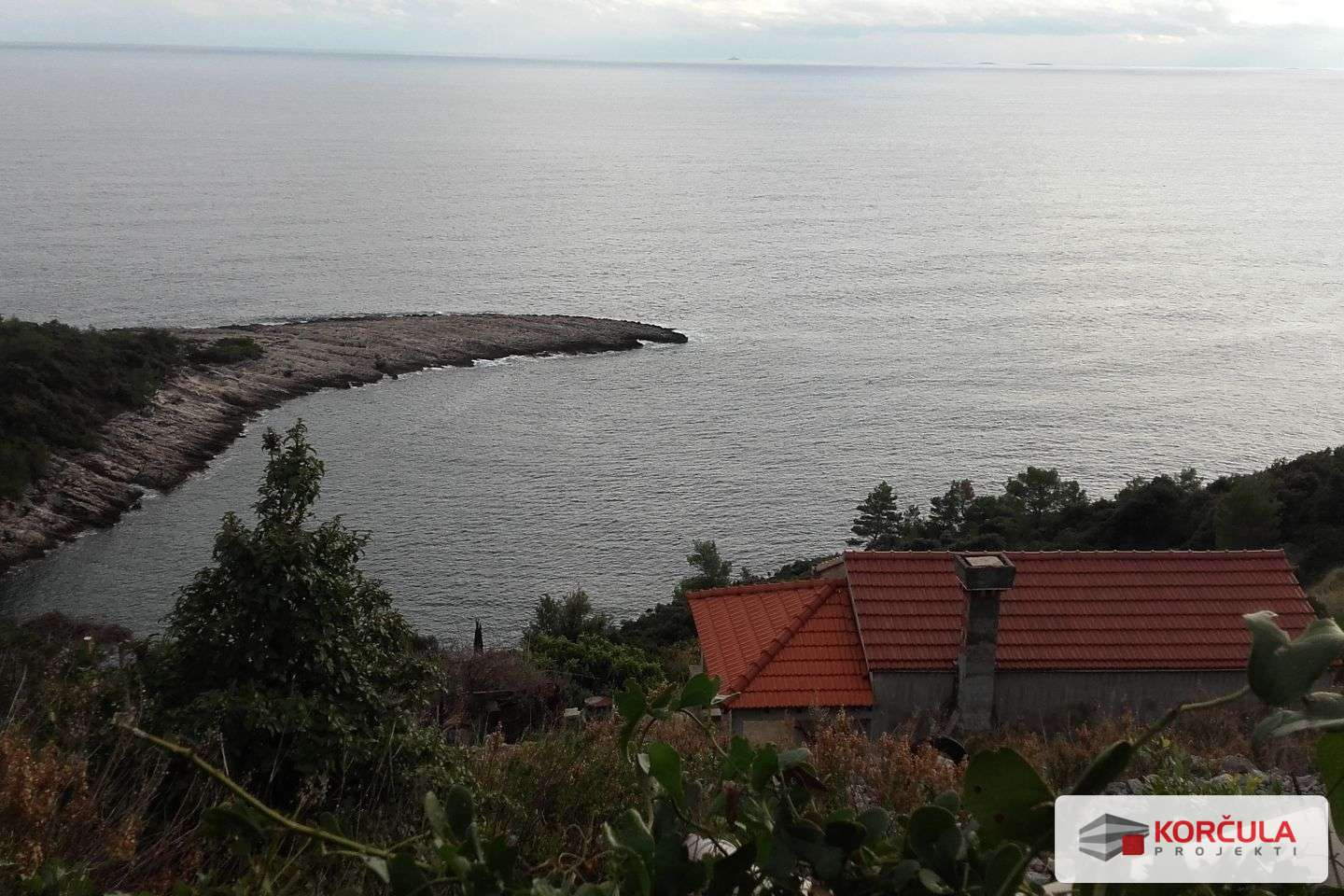 Agricultural land with a house overlooking the sea