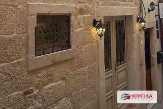 Potpuno renovirana antikna kuća u srcu staroga grada