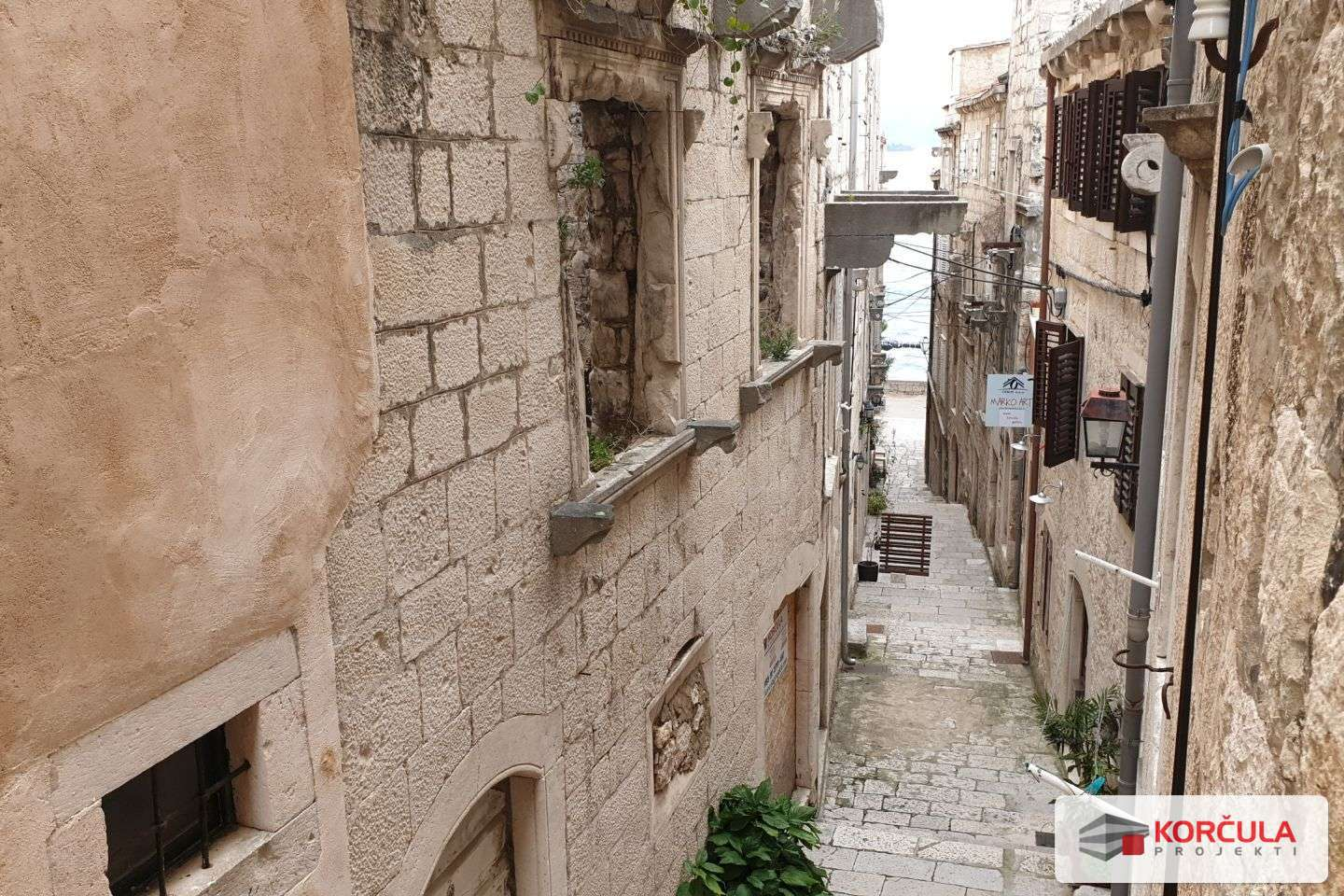 Renovated three-bedroom apartment in the Korčula old town