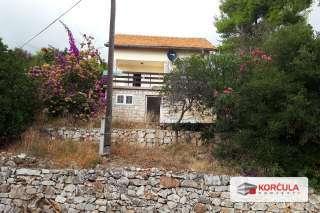 Troetažna kuća na odličnoj lokaciji (projekt renovacije)