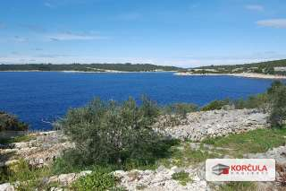 Plot with a sea view in a beautiful bay