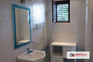 Top Floor Bathroom 1.JPG