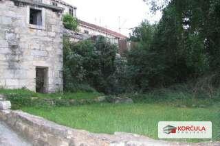 Vrt ispred donje kuce (predvidjen bazen).jpg