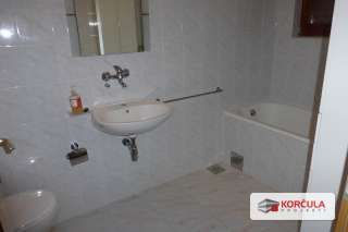 First Floor En-Suite Bathroom.JPG