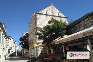 Dvoetažni stan u centru grada Korčule