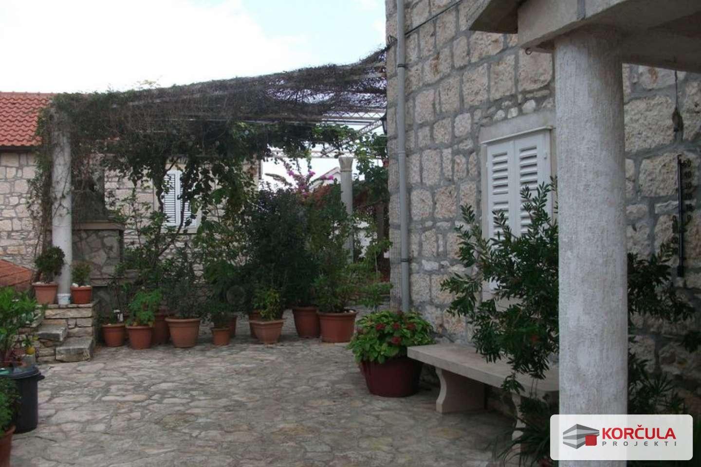 Dvije šarmantne i udobne kamene kućice