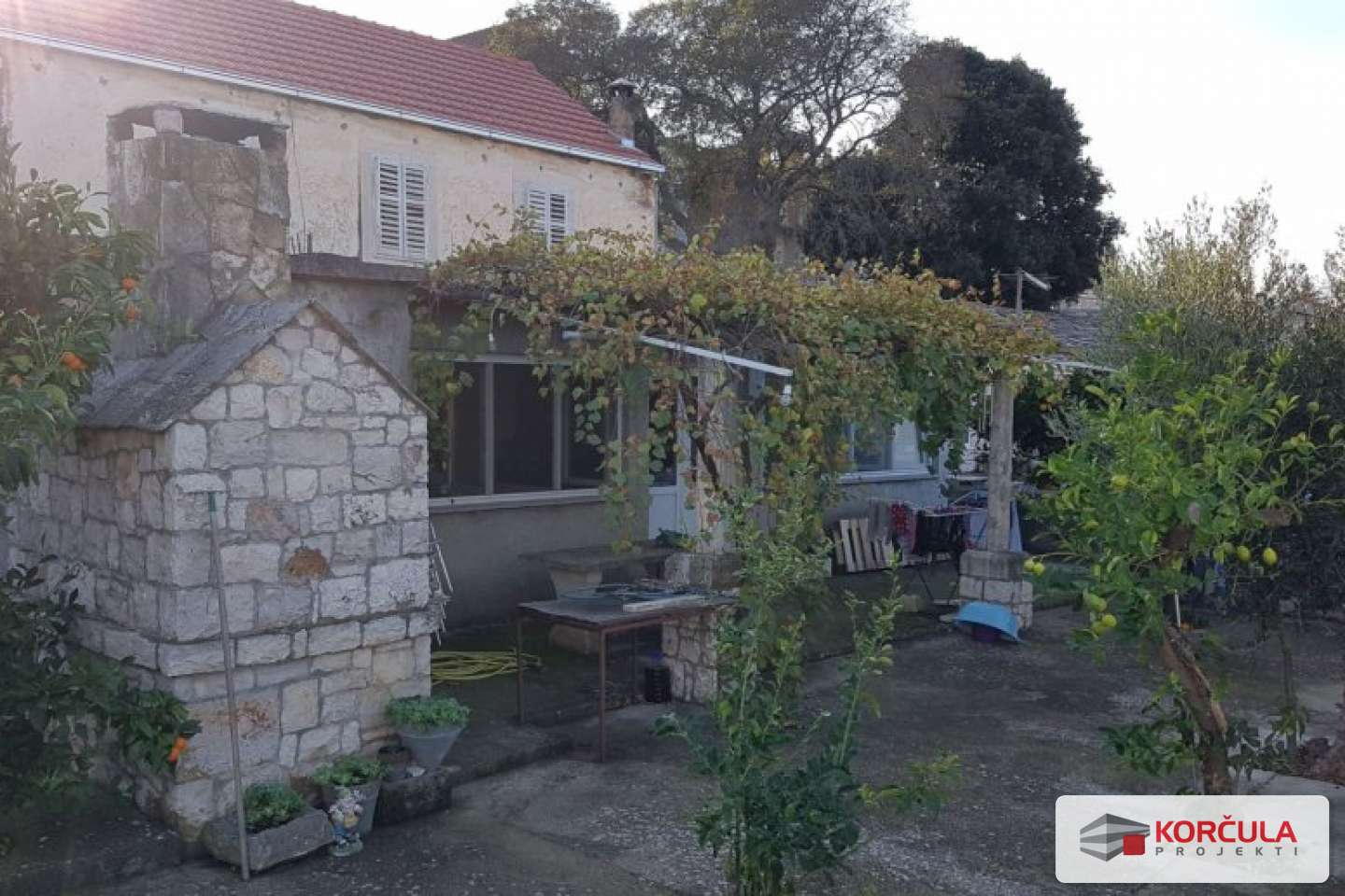 Old stone house with spacious garden and sea view - renovation project
