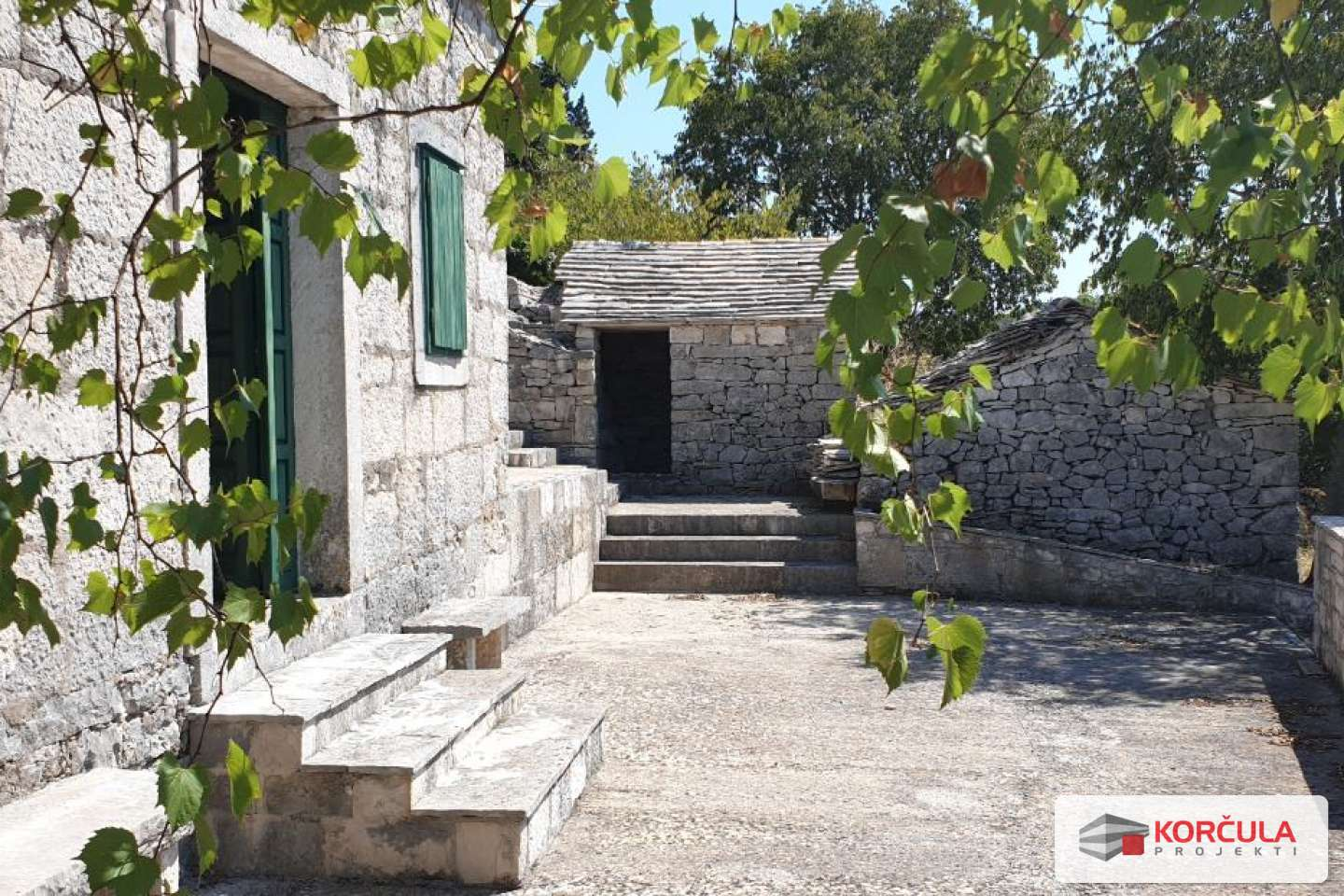 Large property with autochthonous stone houses – great potential for renovation, ethno village construction etc.