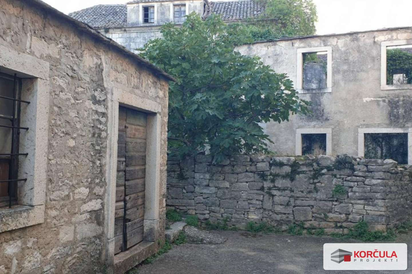 An old stone house complex in a fairytale village - a renovation project