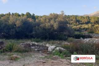 Građevinske parcele na odličnoj lokaciji, par kilometara od centra grada Korčule