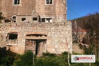 Stara kamena kuća u srcu otoka s pogledom na vinograde i more