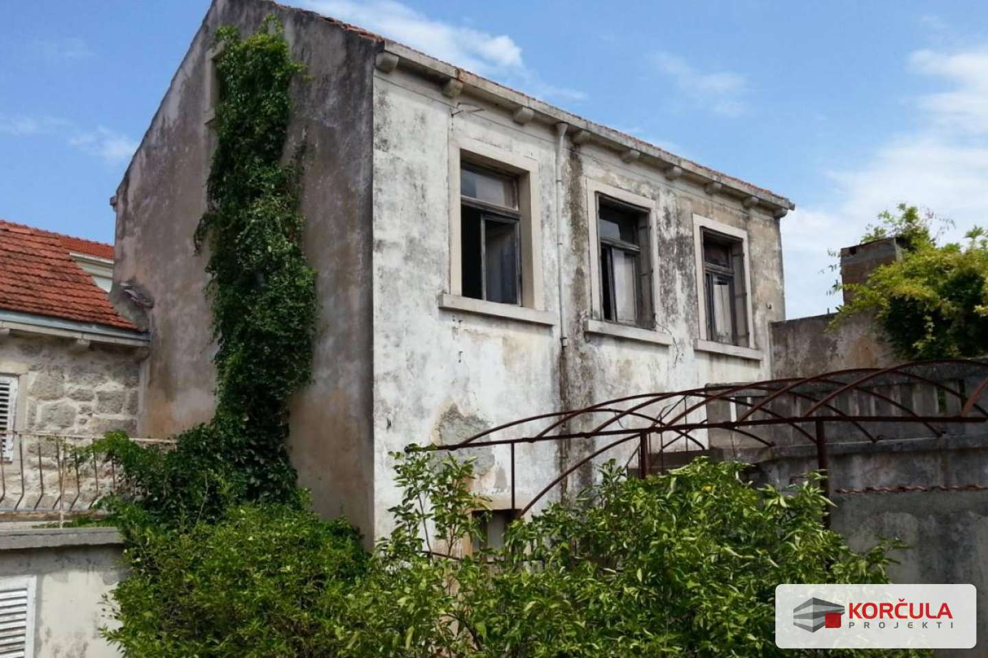 Old house with garden in the center of Blato - renovation project