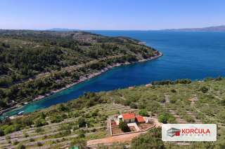 Exceptional location on Korčula island northern coast: secluded house with panoramic sea view