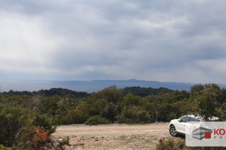 Poljoprivredno zemljište kraj Žrnova s panoramskim pogledom na more