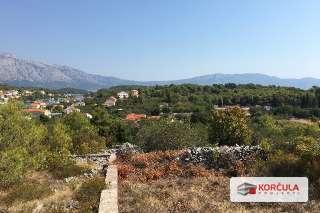 Građevinsko zemljište u Lumbardi sa panoramskim pogledom na veličanstvenu otočnu planinu sv. Ilija i uvalu Račišće