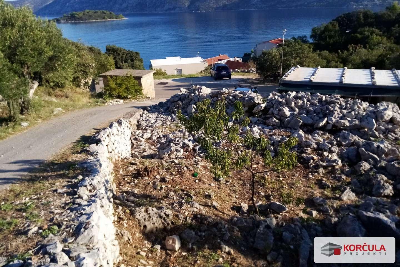Građevinsko zemljište nedaleko grada Korčule, neposredna blizina uređenom pristupu plaži i osiguranom projektnom dokumentacijom