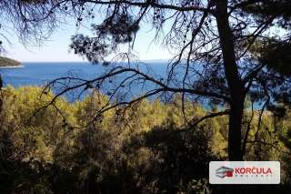Land in an attractive location below main road, amazingly wide sea view, second row to the sea