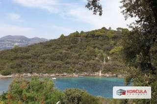 Građevinsko zemljište u mirnoj i skrovitoj uvali, prvi red do mora, jedinstvena prilika, neposredna blizina građa Korčule