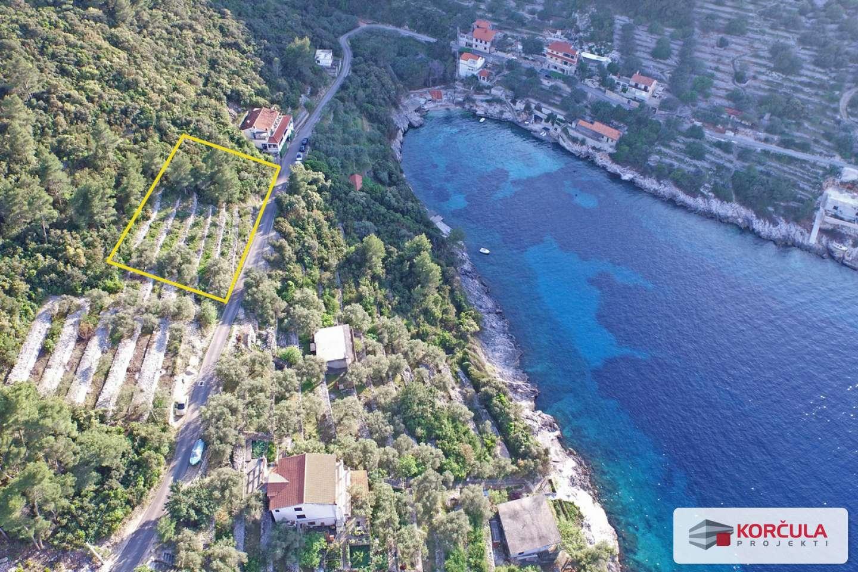 Građevinsko – poljoprivredno zemljište u bajkovitoj i skrivenoj uvali na sjevernoj strani otoka Korčule