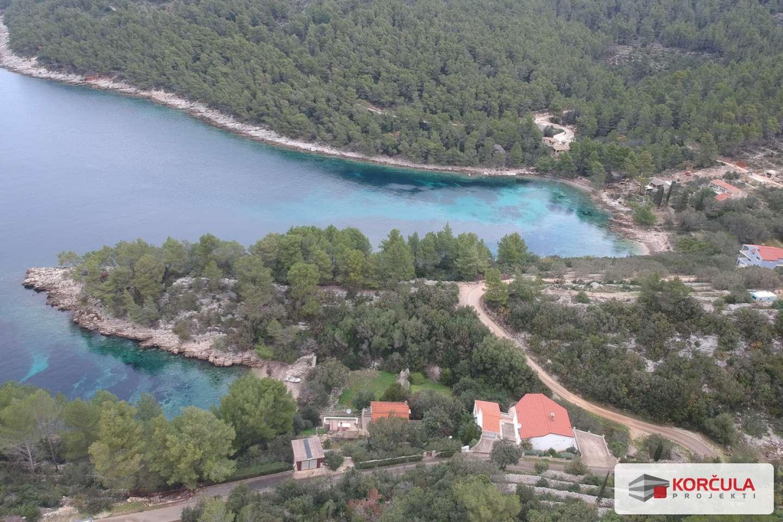 Prostrano  i veliko građevinsko zemljište u bajkovitoj uvali na zapadnom dijelu otoka Korčule, mogućnost parcelizacije