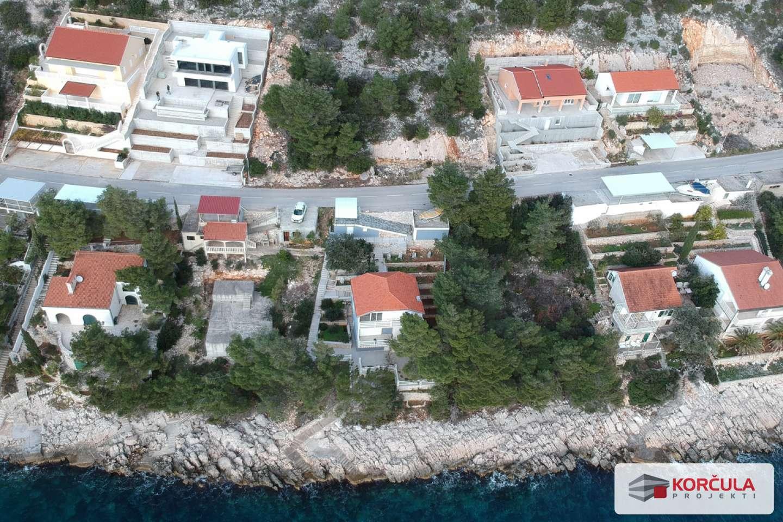 Građevinsko zemljište na južnoj strani otoka, 30 metara od mora,  s pogledom na more, otoke Palagružu i Lastovo