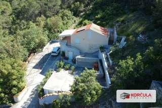Kuća na sjevernoj rivijeri otoka Korčule, idilična otočna lokacija, blizina mora, mogućnost nadogradnje