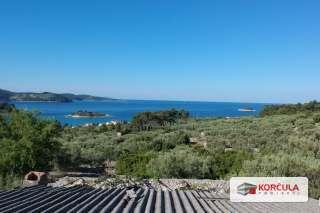 Poljoprivredno zemljište u maloj uvali na sjevernozapadnoj obali otoka Korčule