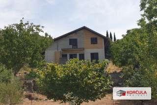 Kuća u Žrnovu u mirnom i neizgrađenom okruženju