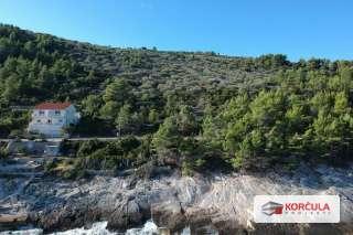 Građevinsko zemljište u mirnoj uvali , sjeverna rivijera otoka Korčule
